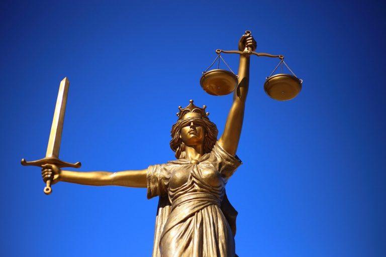 Jak korzystać z usług prawnych w firmie?