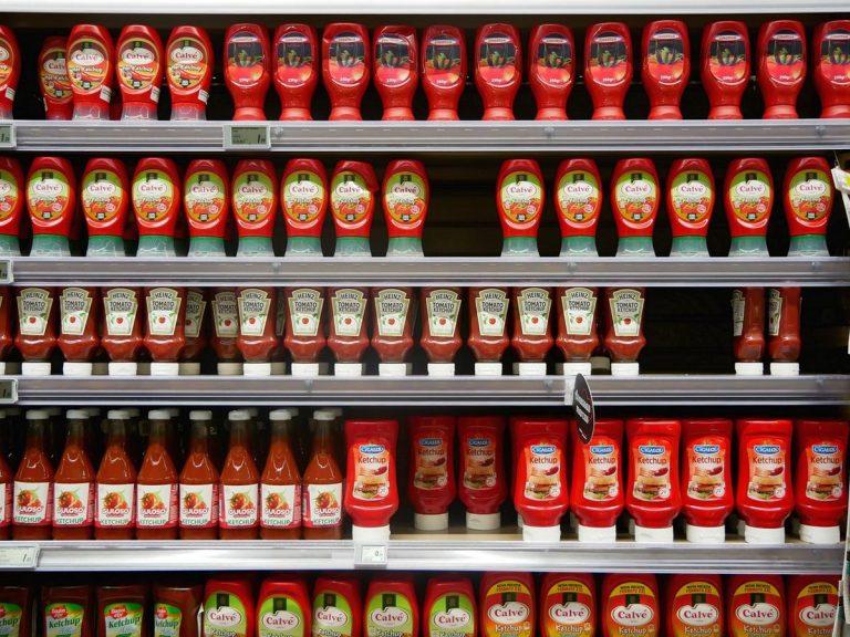 Warto robić zakupy i korzystać z promocji w sklepach