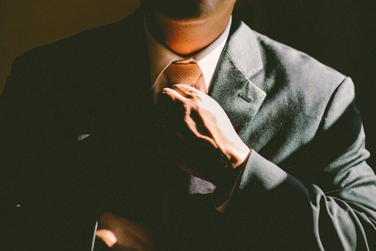Jakie usługi prawne oferują obywatelom adwokaci?