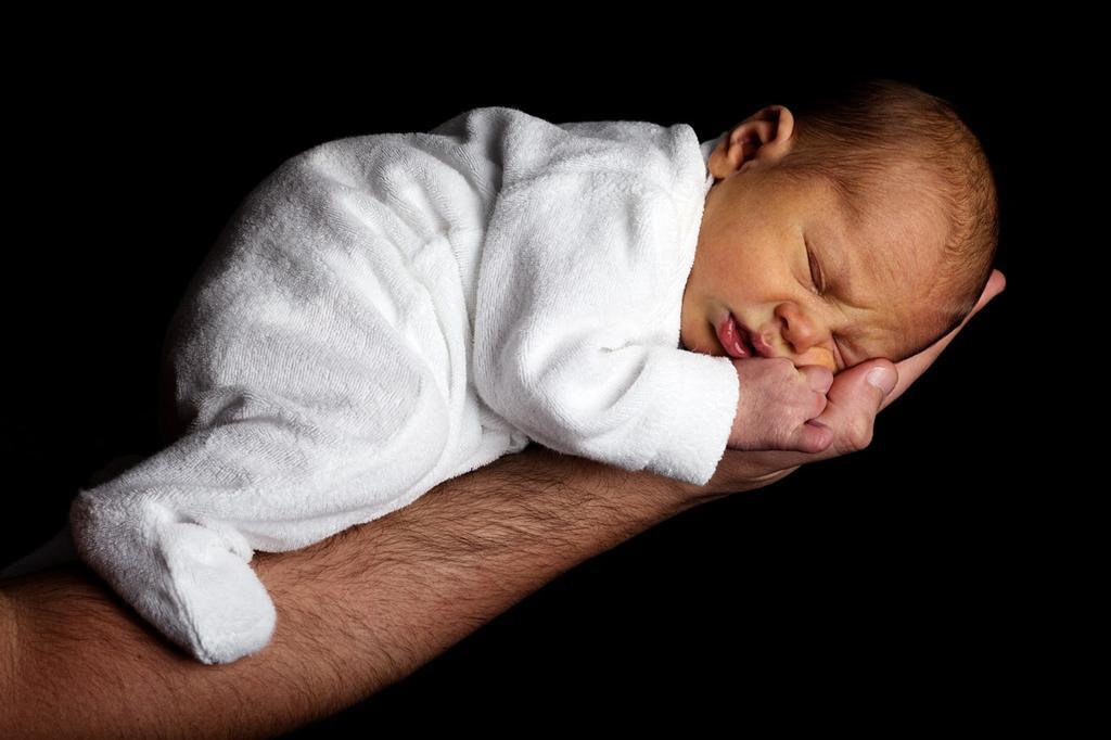 Czy ochraniacz do dziecięcego łóżeczka jest dobrym pomysłem?
